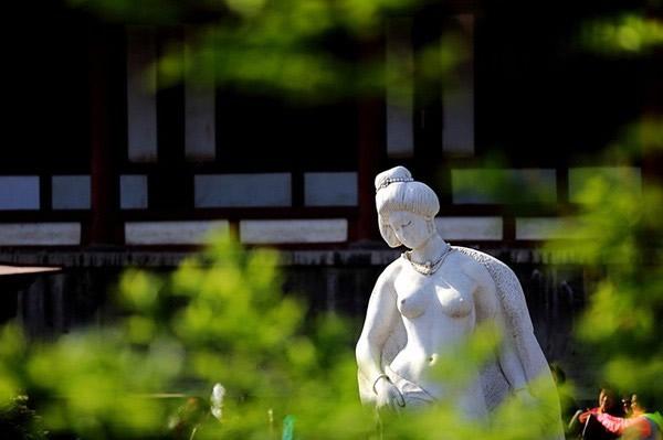 贵妃雕像.jpg