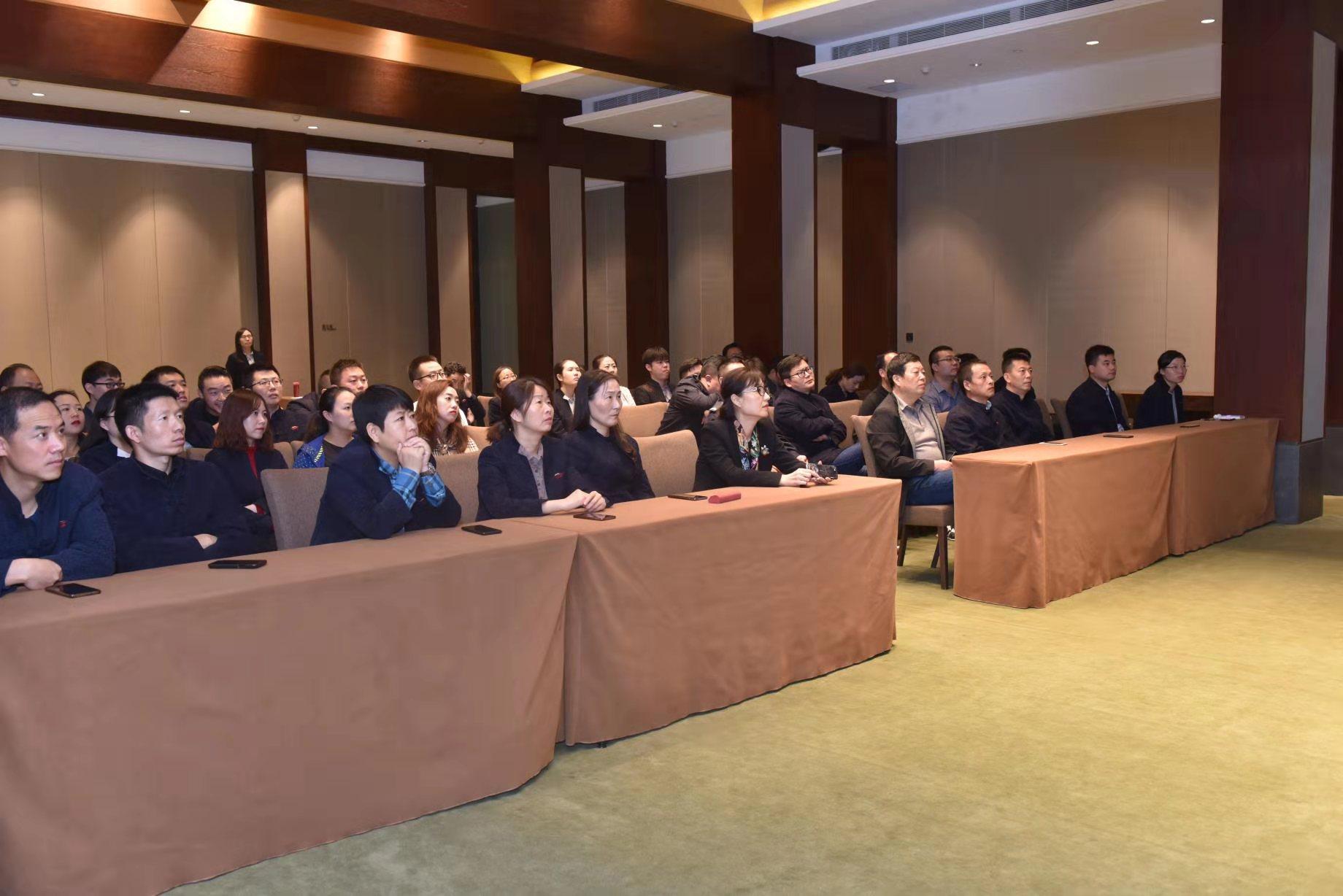 华清宫组织管理人员观看警示教育片