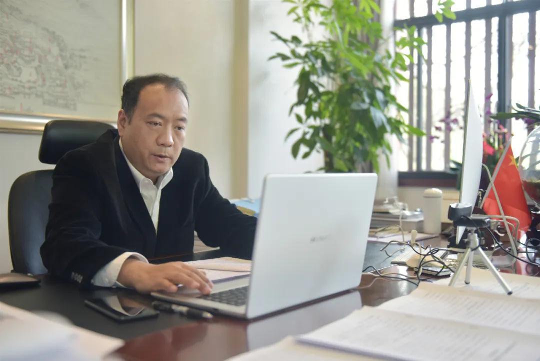 华清宫党委书记姚新垣出席中国传媒大学网络学术论坛,分享后疫情时代的发展方向和路径